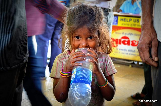 little girl in Dharavi.JPG